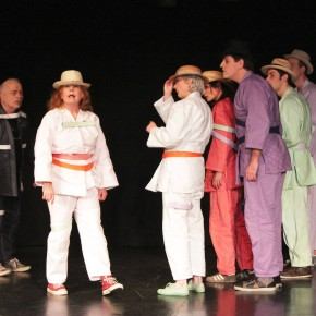 "Theater: ""Die Karawane"""